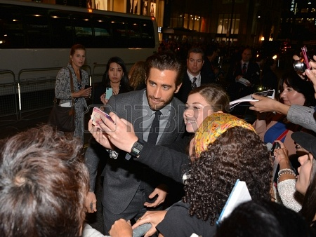 22264692-toronto--september-6-actor-jake-gyllenhaal-takes-a-selfie-with-fans-at-the-toronto-international-fil